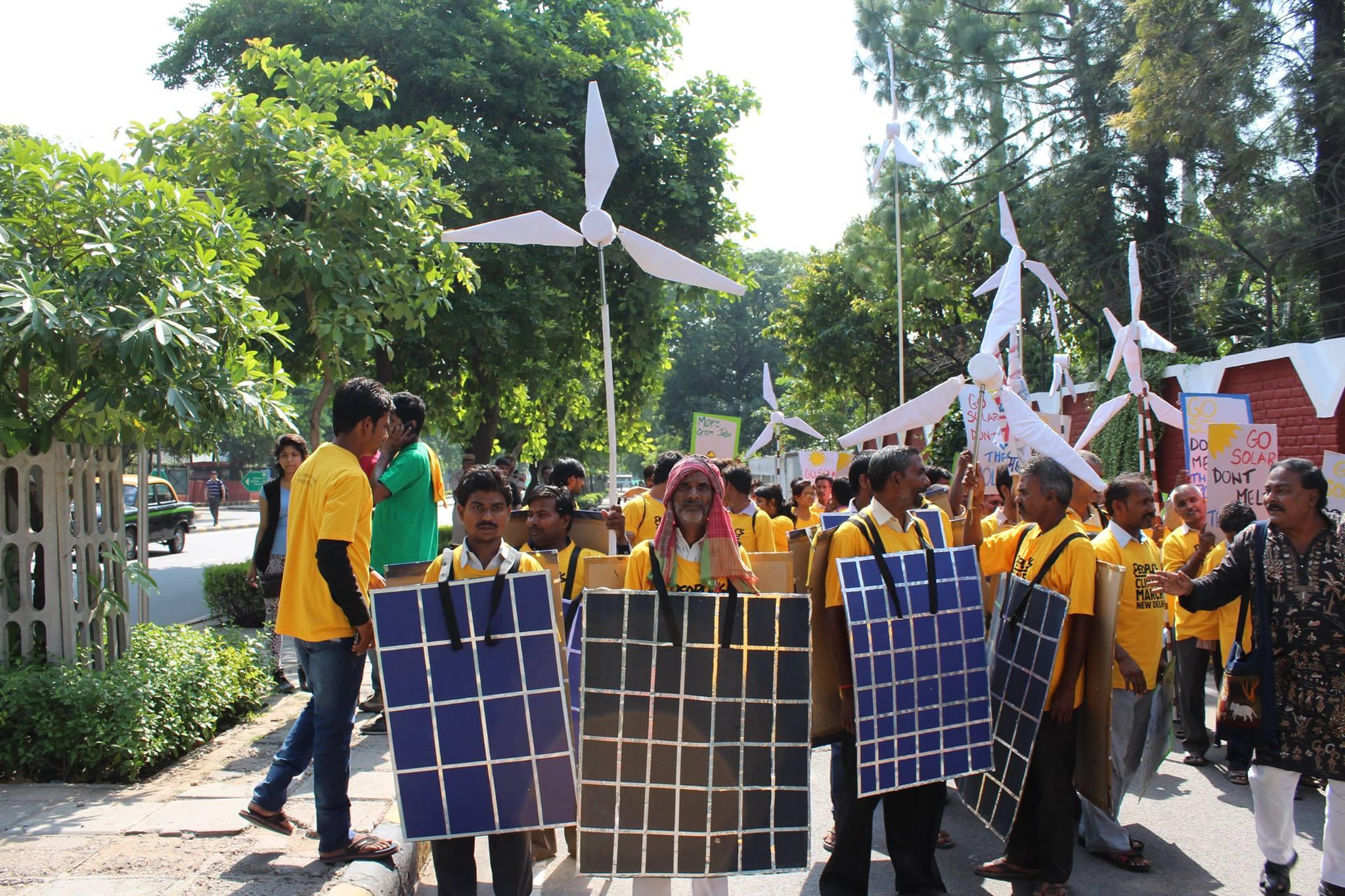 4_men%20with%20props%20_Delhi_India_350.org%20India.jpg